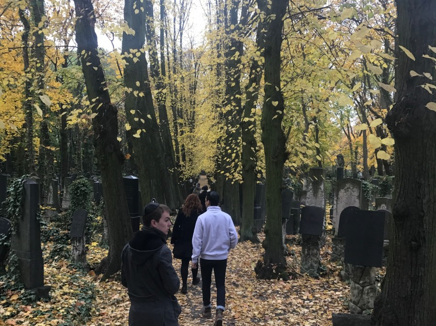 Students visit the autumnal Weißensee Friedhof in East Berlin